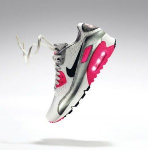 nike nöi cipő